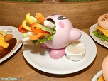 「カービィカフェ TOKYO」 何でも吸い込むアイツが登場