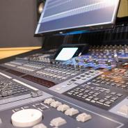 エイシス、個人・法人を問わず気軽に利用できる音声収録スタジオ『DLsiteスタジオ』を8月より開始! バイノーラル音声の収録に注力!