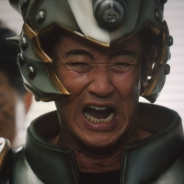 """スクエニ、『星のドラゴンクエスト』新TVCMで山下真司さんが""""メタスラそうび""""を身にまとい伝説の""""泣き虫先生""""を熱演! 壇蜜さんは女戦士に転職!?"""