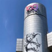 Nianticとポケモン、『ポケモンGO』より墨絵で描かれた色違いの「レックウザ」がSHIBUYA109壁面に登場! 8月21日までの期間限定で