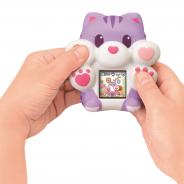 セガトイズ、売り切れ続出のスクイーズ×デジタルペット玩具「もっちまるず」から「ぷにっとにゃんこ」を7月18日に発売! やめられない触感を2倍楽しめる