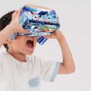 日本トイザらス、子ども向けVRコンテンツ「マリンVRアドベンチャー」の提供を開始 海の中を潜水艦で冒険できるバーチャル体験!
