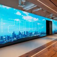 ミクシィ新オフィスは「出会い」を際立たせるコミュニケーション創出の場に 社員食堂やコンビニの出店など福利厚生も充実