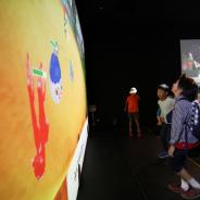 デジタルテーマパーク「リトルプラネット」で、行動検知システム「Fichvita」搭載のアトラクション登場 踏む位置や頻度で映像が操作可能に