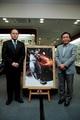 DeNA、松井秀喜氏の特大イラストパネルを父・松井昌雄氏に贈呈