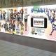 スクエニ、『スクールガールストライカーズ』の登場メンバー36人の女の子が集合した壁面ポスターが1月9日より新宿駅構内に登場